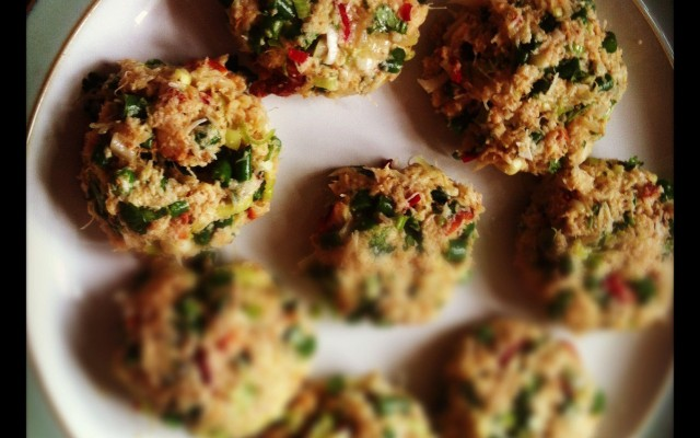 Crab cakes with lemongrass and ginger and a Thai dipping sauce